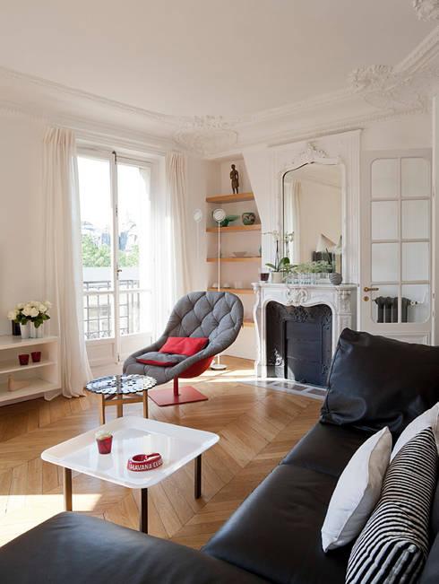 Haussmanien et Design : Salon de style de style Minimaliste par ATELIER FB
