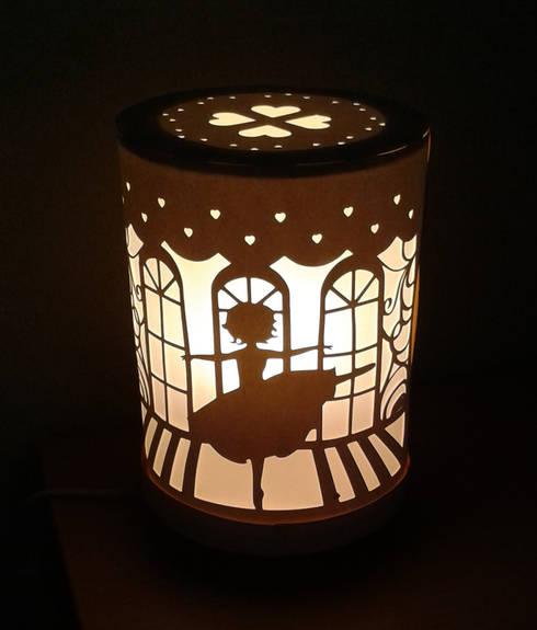 Lampe danseuse: Chambre d'enfants de style  par Le petit monde de Zoé