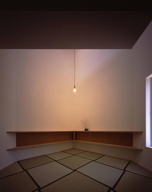 ¬(サシガネの家): 岩本賀伴建築設計事務所が手掛けた和室です。