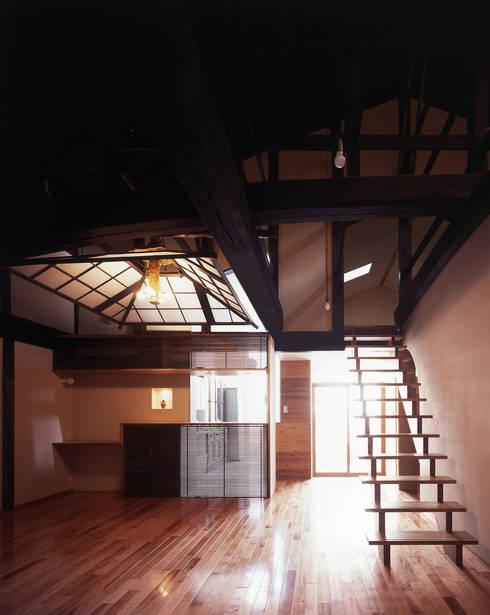 積日隆替家屋: 岩本賀伴建築設計事務所が手掛けたダイニングです。