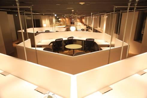 誰もが働きたくなるような最高の環境を設けた秘密基地オフィス: 株式会社ヴィスが手掛けたオフィススペース&店です。