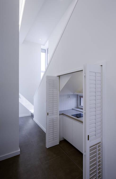 청주 죽림동주택: 유오에스건축사사무소(주)의  복도 & 현관