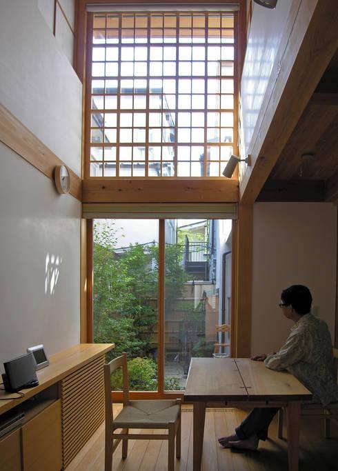 「高円寺の家」ダイニング浄土寺格子: 株式会社松井郁夫建築設計事務所が手掛けたダイニングです。