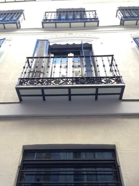 Rehabilitación de fachada SAN LORENZO 26. estudiocincocincouno 2013: Casas de estilo clásico de estudio551