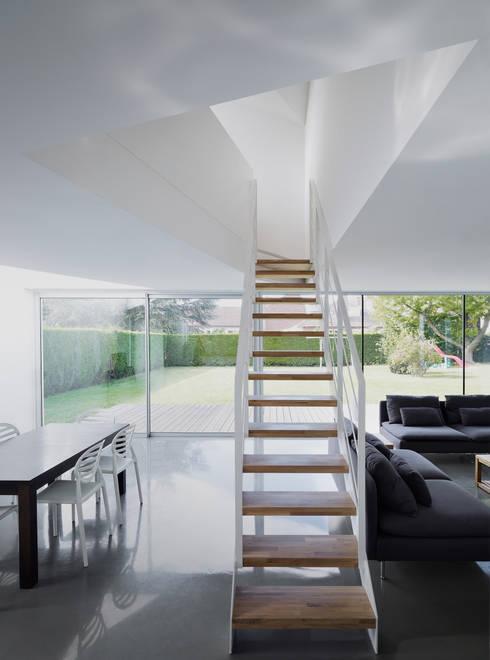 Maison D: Maisons de style  par Emmanuelle Weiss Architecte