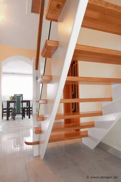 massive wangentreppe aus eiche mit gel nderf llung aus verbund sicherheitsglas von streger. Black Bedroom Furniture Sets. Home Design Ideas