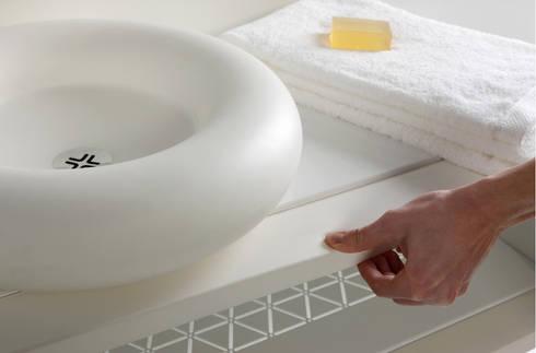Mueble CASCO: Baños de estilo moderno de Boing Original