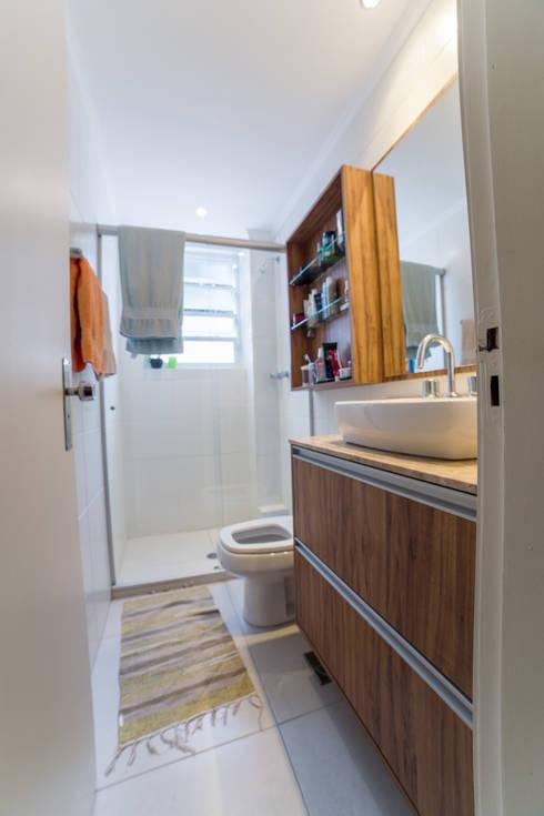 Banheiro : Banheiros modernos por Liana Salvadori Arquitetura e Interiores