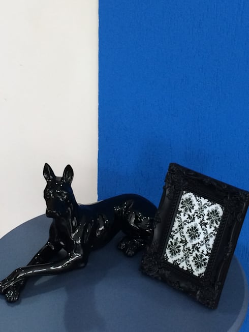 Dog: Escritório e loja  por Sgabello Interiores