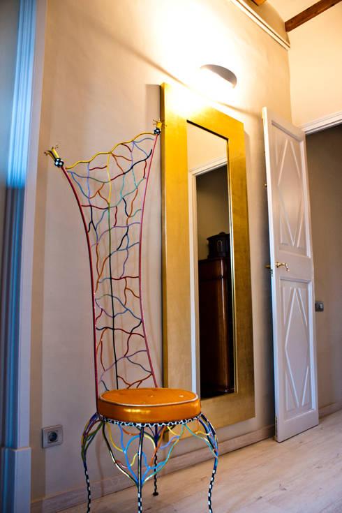 Distribuidor habitación: Vestíbulos, pasillos y escaleras de estilo  de CID DELTA, SA