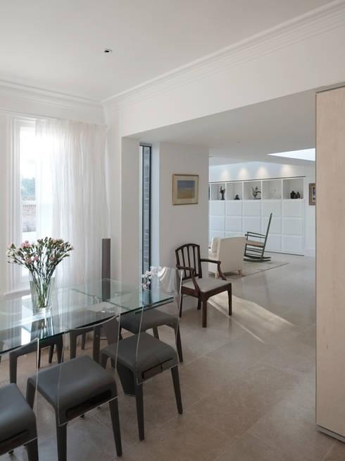 Salle à manger de style de style Moderne par NRAP Architects
