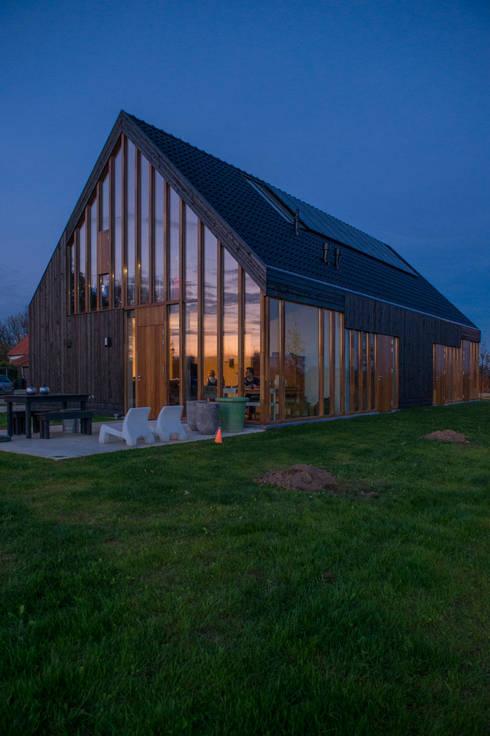 Casas de estilo  por Zwarthout Shou Sugi Ban