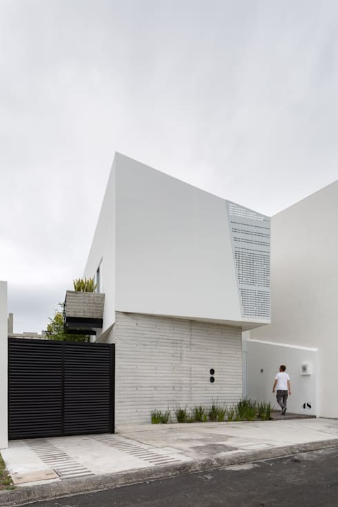 Fachada Ten House: Casas de estilo  por Taller ADC Architecture Office