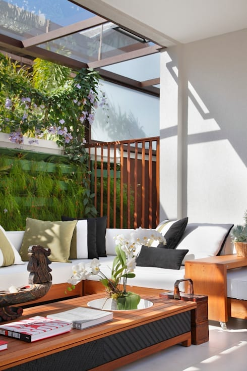 Balconies, verandas & terraces  by ANGELA MEZA ARQUITETURA & INTERIORES