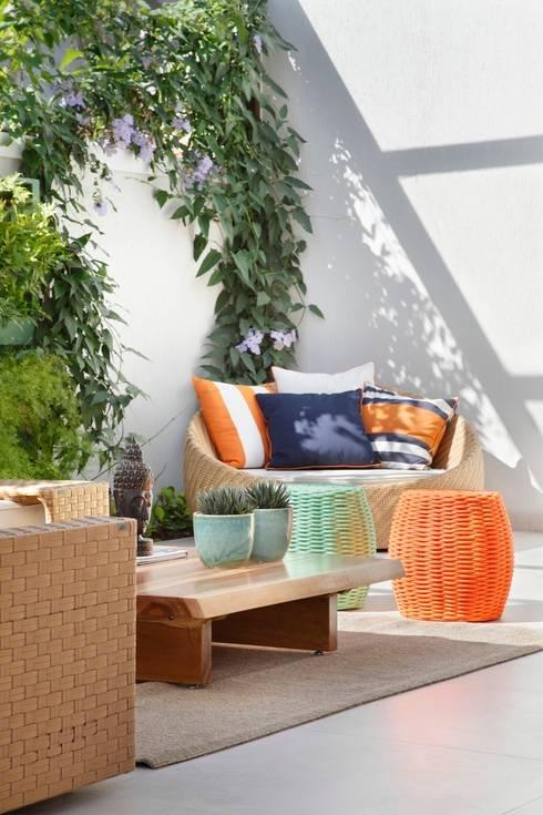 Jardín de estilo  por ANGELA MEZA ARQUITETURA & INTERIORES
