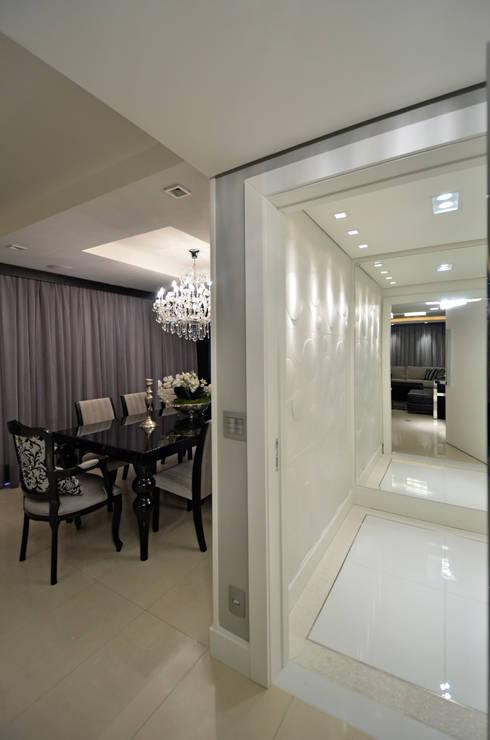 Apartamento Bela Vista: Corredores e halls de entrada  por Francisco Humberto Franck