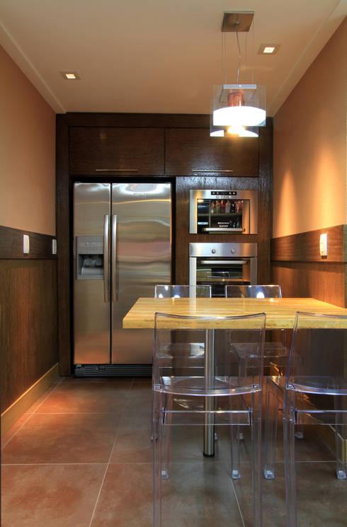 Apartamento Bela Vista 02: Cozinhas  por Francisco Humberto Franck