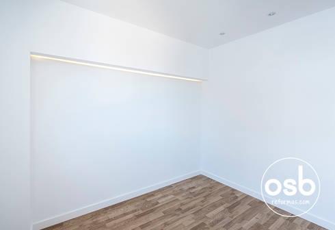 hugo y eva: Dormitorios de estilo minimalista de osb reformas