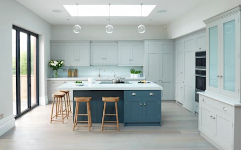 Modern meets Edwardian.: classic Kitchen by Rencraft
