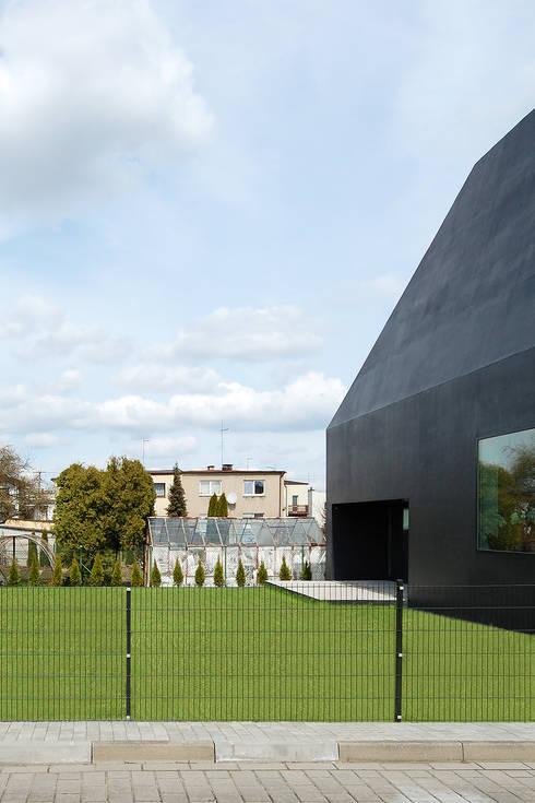 Dom w Lublińcu 2: styl , w kategorii Domy zaprojektowany przez Dyrda Fikus Architekci