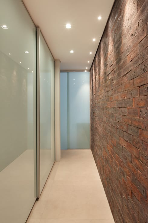 VF apartment: Closets modernos por Studio ro+ca