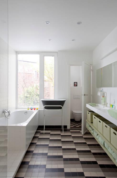 badkamer: moderne Badkamer door studio k