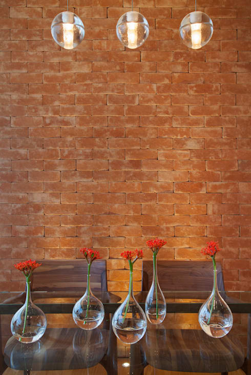 MS apartment: Salas de jantar clássicas por Studio ro+ca