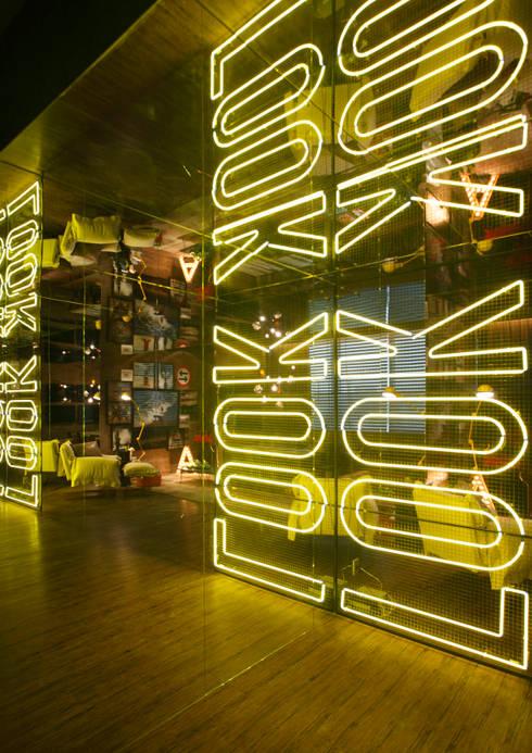 Casa Cor RJ – 2014: Salas de estar industriais por Studio ro+ca