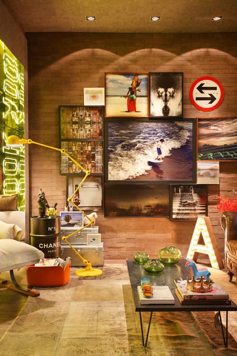 Casa Cor RJ - 2014: Salas de estar industriais por Studio ro+ca