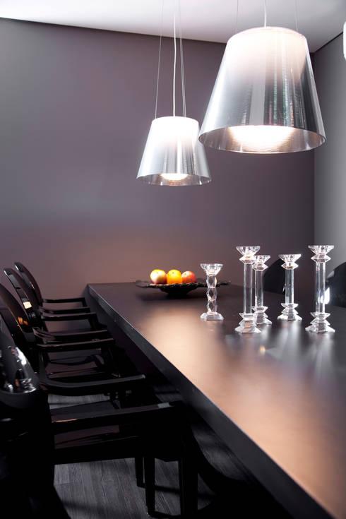 Detalhe da Sala de Jantar: Salas de jantar modernas por dsgnduo