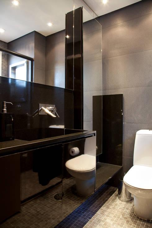Banheiro da suíte: Banheiros modernos por dsgnduo