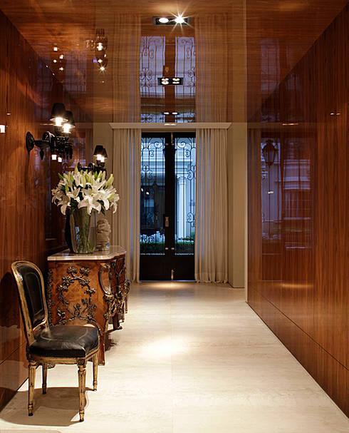 Corridor & hallway by Rafael Zalc Arquitetura e Interiores