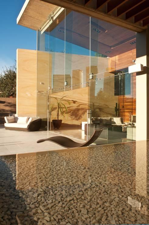 Casa AV: Terrazas de estilo  por Gantous Arquitectos