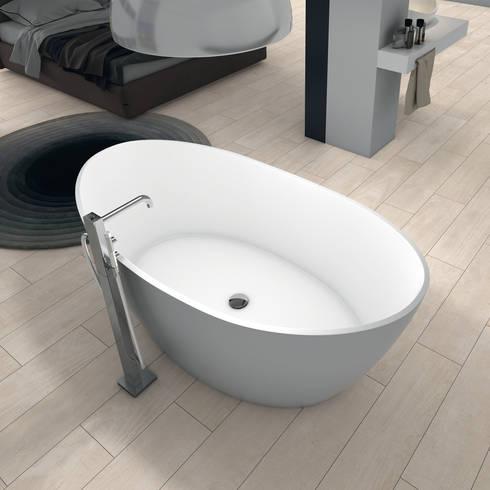 Bañera Opal: Baños de estilo minimalista de BATH