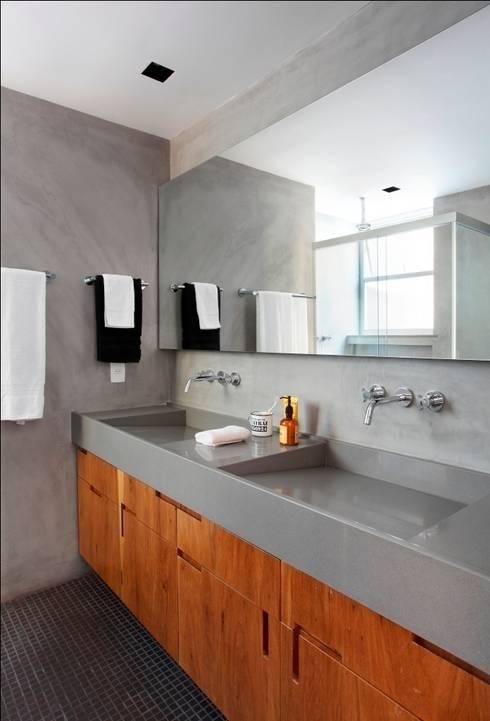 Apartamento Laranjeiras: Banheiros modernos por Barbara Filgueiras arquitetura