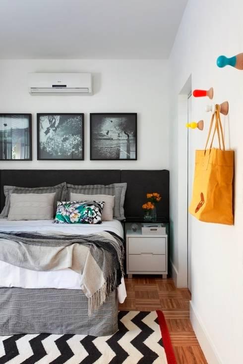 Apartamento Laranjeiras: Quartos  por Barbara Filgueiras arquitetura