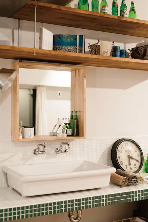 オープンサニタリー: 株式会社 アポロ計画 リノベエステイト事業部が手掛けた浴室です。