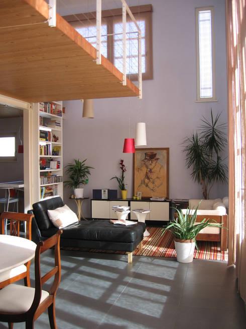 Soggiorno: Soggiorno in stile in stile Moderno di Studio Architettura x Sostenibilità