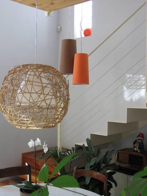 scala: Soggiorno in stile in stile Moderno di Studio Architettura x Sostenibilità