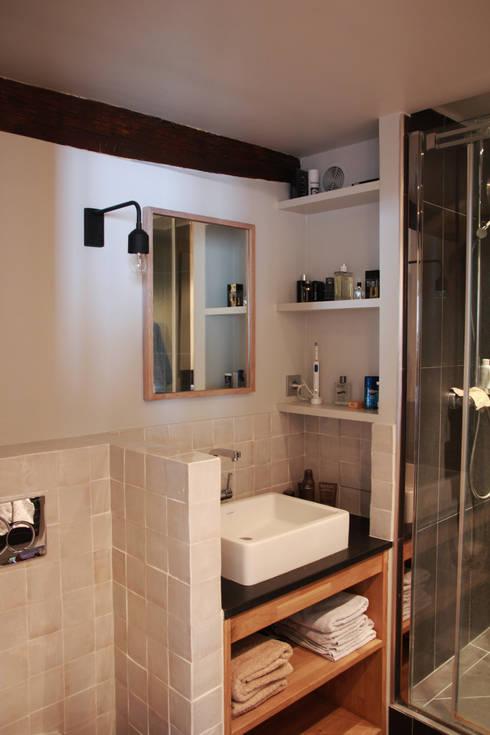 Appartement Pastourelle - Sdb après le chantier: Salle de bains de style  par * aurelie.rubin-chabrier . architecture . architecture intérieure .