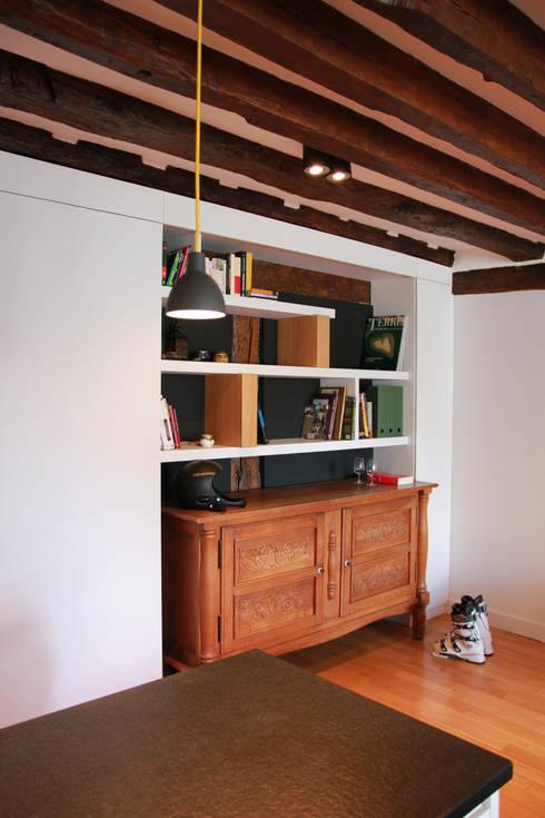 Appartement Pastourelle - Meuble salon sur-mesure après le chantier: Salon de style  par * aurelie.rubin-chabrier . architecture . architecture intérieure .