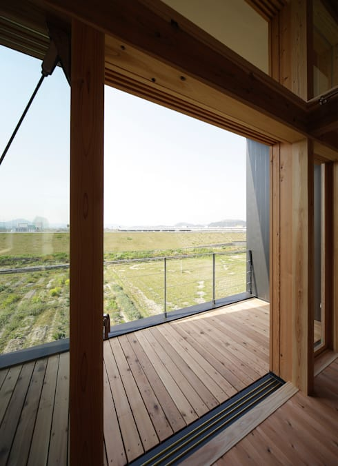 バルコニー: 芦田成人建築設計事務所が手掛けたテラス・ベランダです。