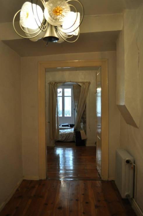 Apartamento en el casco antiguo de Pamplona:  de estilo  de ATTICO REFORMAS SINGULARES