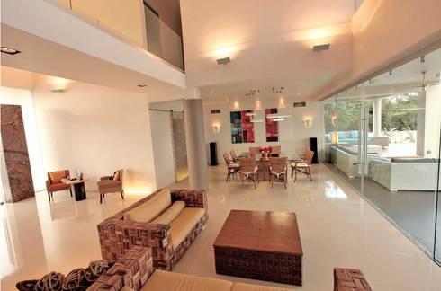 CO 40: Salas de estilo minimalista por AMEC ARQUITECTURA