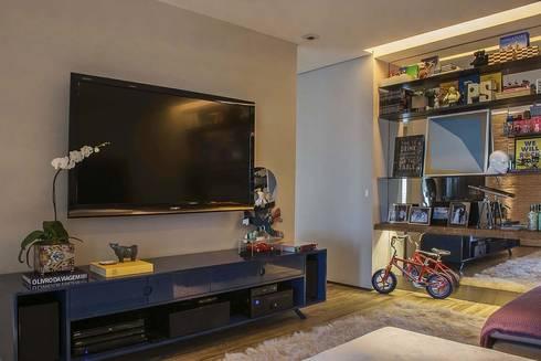 Apartamento Cidade Jardim : Salas multimídia modernas por Triplex Arquitetura
