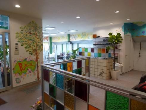 ウォールペインティング(ロゴ): アーテック・にしかわ/アーテック一級建築士事務所が手掛けた商業空間です。