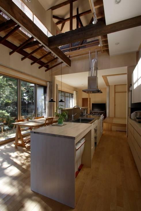 キッチン、ダイニング: 大庭建築設計事務所が手掛けたダイニングです。