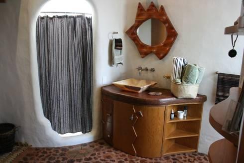 rustic Bathroom by Cenquizqui