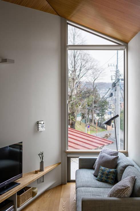 トンガリの家: 株式会社リオタデザインが手掛けた窓です。