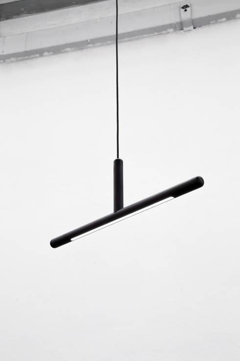 Inutile, suspended:  Woonkamer door Daphna Laurens
